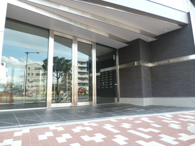 スカイコートヒルズ新宿エントランス