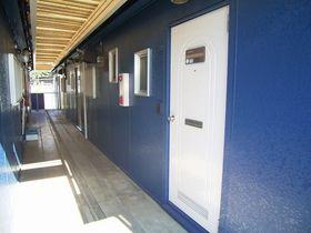 2階玄関前共用通路~塗装済みです!