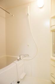 http://image.rentersnet.jp/262246f9-d77f-4f60-9f87-736c31ad4523_property_picture_962_large.jpg_cap_浴室乾燥機付きバスルーム