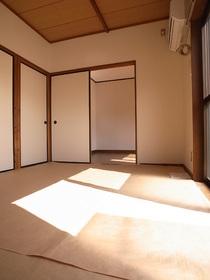 和室に日差し・・・さいこーのゼイタクです!