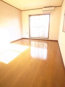 日が燦燦と照りつける明るいお部屋。