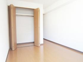 居室内にクローゼット完備となっています!