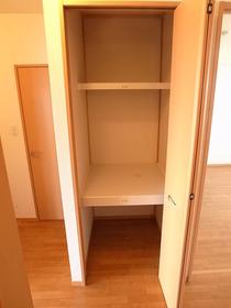 廊下の収納スペース