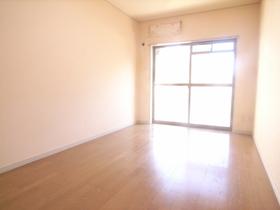 築年数は古いですが、室内綺麗に清掃済みです