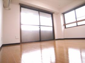 ※中部屋のため側面窓はありません