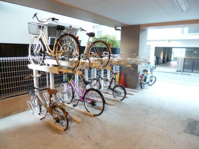 スカイコート渋谷初台駐車場