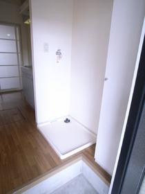 室内にはもちろん洗濯機置場あります!