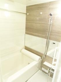 アクセントパネル採用のバスルームです。