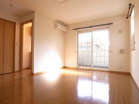 大きな窓がお部屋を明るく演出してくれます☆