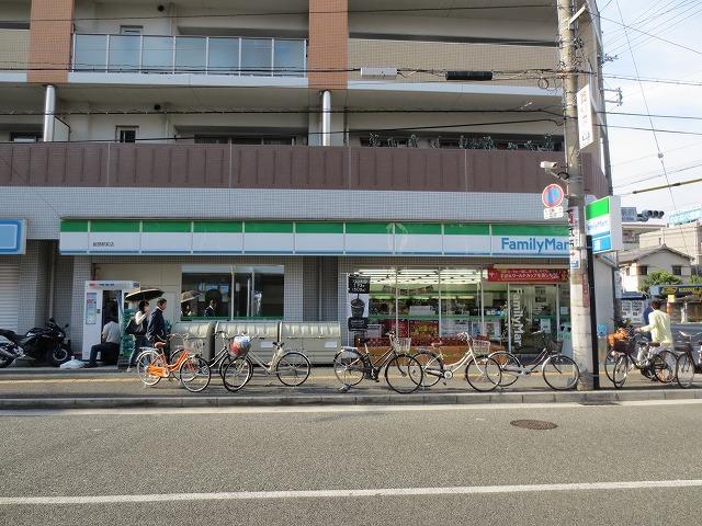 ファミリーマート服部駅前店
