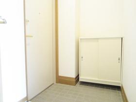 収納付きでスッキリ使える玄関です。