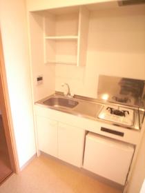 1口ガスコンロ・冷蔵庫付き!便利ですね。