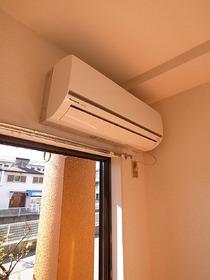 もちろんエアコン付きです。