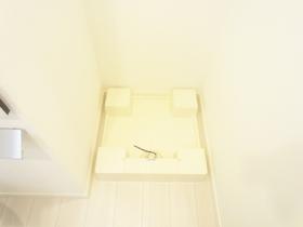 洗面所に洗濯機置場有ります☆