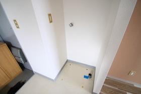 http://image.rentersnet.jp/32d14f08b878cb74e1fdfd75b8dca7de_property_picture_955_large.jpg_cap_洗濯機置き場