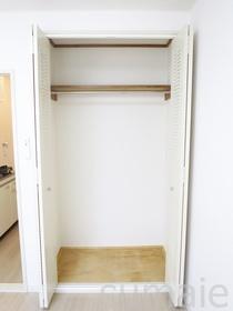 洋室内の収納スペースです♪