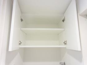 洗濯機置場の上部に収納有ります☆