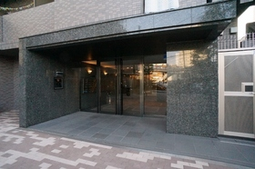 http://image.rentersnet.jp/352a66d3d6a5b3372b0935a2c1f75dea_property_picture_962_large.jpg_cap_高級感のあるマンション入り口