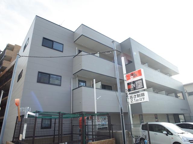 三階建てアパート! 1階はテナントです