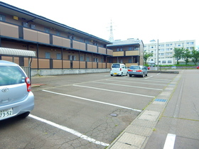 http://image.rentersnet.jp/37581652-dd8c-4fa0-8081-88238ff56f30_property_picture_953_large.jpg_cap_駐車場