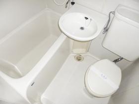洗面台付きの三点ユニットです