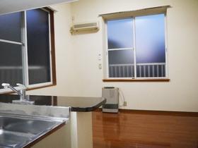 http://image.rentersnet.jp/38d7c820a942f158f5d174f476568e03_property_picture_957_large.jpg_cap_リビング:人気のカウンターキッチン。TVを見ながら料理もOK-!