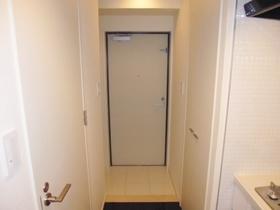 白を基調とした清潔感ある玄関です☆