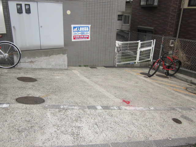 スカイコート横浜弘明寺駐車場