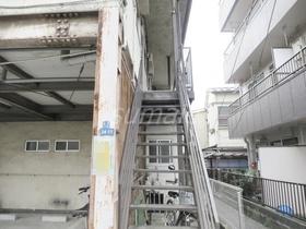 お二階へ上がる階段です☆