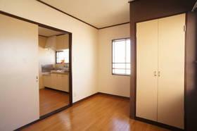 収納付の洋室