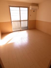 陽あたりもよくて広いお部屋。