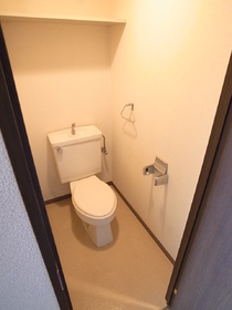 上部棚つきの便利なトイレ☆
