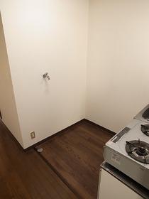 室内に洗濯機置場も完備ですよ♪