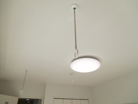 室内物干しと照明がついています!