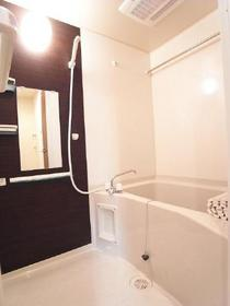 浴室乾燥機付!シックなお風呂でリラックスタイムをお過ごしください♪