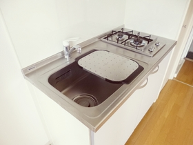 キッチンは二口ガスコンロ設置済みです