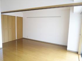 収納ありの広々洋室