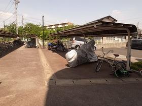 駐輪場は屋根付きです~