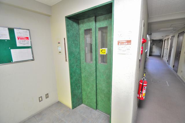 エレベーターホールもオシャレで、綺麗に片づけられていま