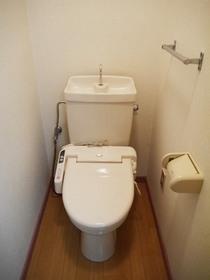http://image.rentersnet.jp/42f3216811515c8ac78fe593f21fb860_property_picture_957_large.jpg_cap_トイレ:もちろん温水洗浄便座付き。広い空間です。
