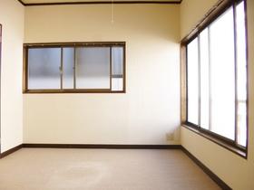 二面採光の角部屋です