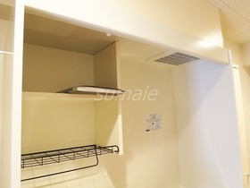 キッチン上部の収納と換気扇です♪