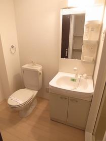 トイレと洗面台が一緒です♪