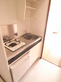一人暮らしには十分なキッチン!