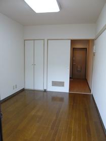 メゾンアヅマ 102号室