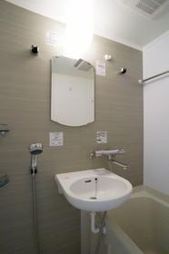 http://image.rentersnet.jp/45ba6279-d38e-4eef-ade9-d18c89398a1d_property_picture_962_large.jpg_cap_洗面台は浴室にございます
