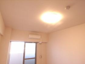 照明完備の1Kマンション