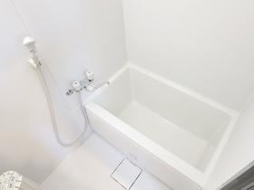白基調のキレイなお風呂♪