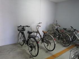 駐輪場は屋内です
