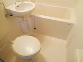 バス・トイレは一緒のお部屋です!